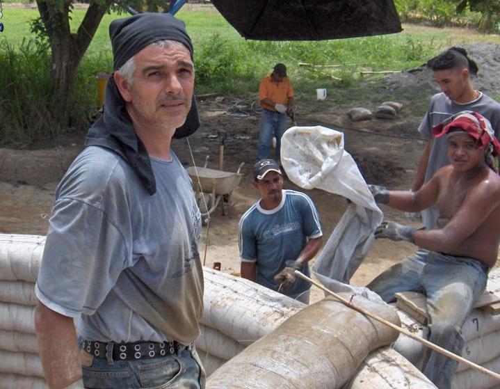 Alejandro Lopez , En Venezuela o en Costa Rica, el Superadobe se ha manifestado con maestría y belleza a través de las obras de Geobunker. Gracias amigo, por difundir la técnica y hacerlo con tanto amor!
