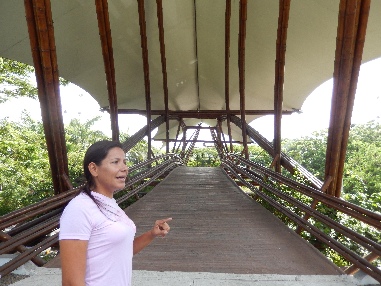 Erica Sanchez Te conocen en Colombia por el Puente de Guadua, Símbolo de la ciudad de Cúcuta, pero toda tu obra en bambú y el  proyecto del colegio FACE al que dia a dia agregas nuevas y hermosas construcciones te proyectan entre los grandes de la construcción natural.