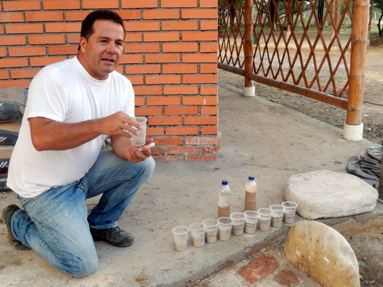 Pedro Ramírez Medina Tu trabajo con los domos se suma a los que experimentan y difunden el fascinante arte del Superadobe.