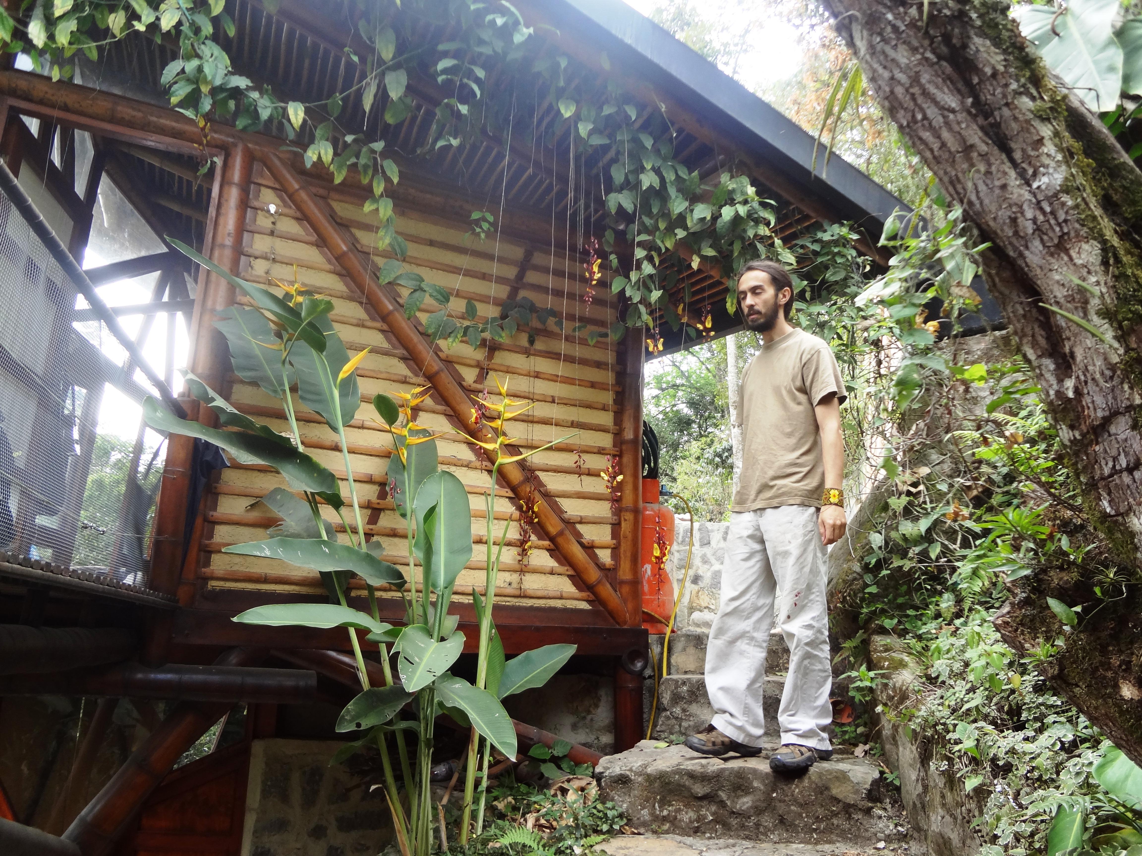 """Carlos Rojas   Tu Ecoaldea Feliz es  como su nombre y tu arquitectura en bambú es un claro ejemplo de buen diseño, arte y creatividad. Éxito en tu nueva propuesta: Una """"Ecoaldea 10 Estrellas"""" para Colombia."""